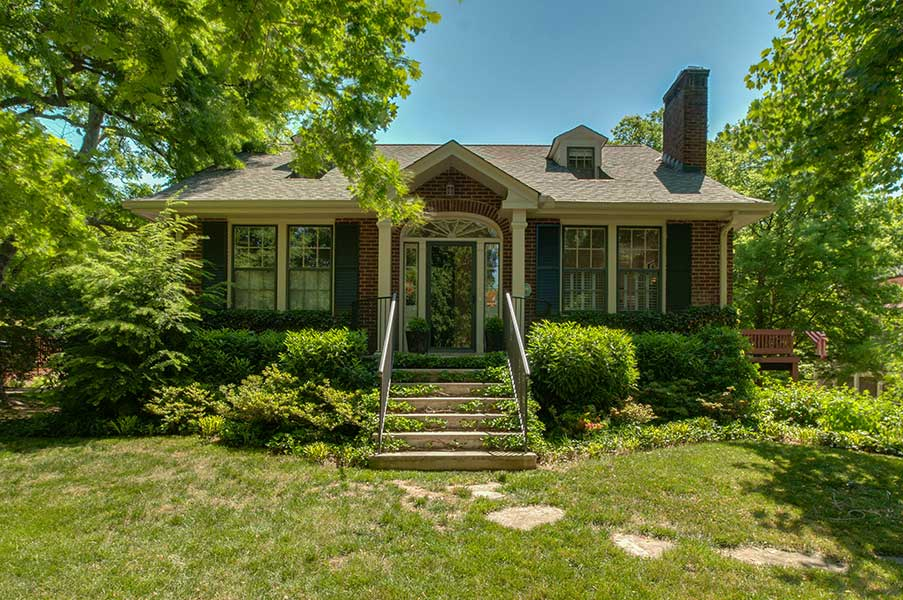 English Cottage in historic Belle Meade Links
